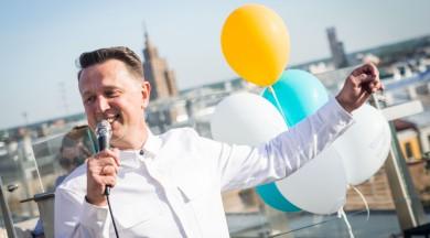Normunds Rutulis izdod jaunu albumu un atzīmē to ar prezentāciju virs Rīgas jumtiem