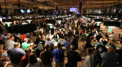 Dzīvie pokera turnīri vs. Tiešsaistes pokera turnīri