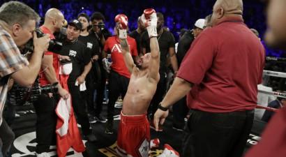 Nepieveiktais boksa čempions Vords negaidīti pieliek punktu savai karjerai
