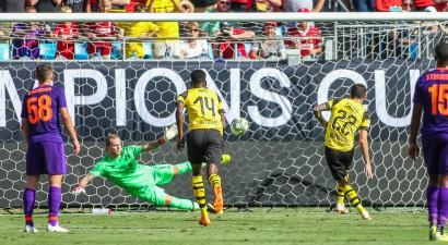 """Dortmunde iesit trīs pēc kārtas un pārbaudes mačā ASV pieveic """"Liverpool"""""""