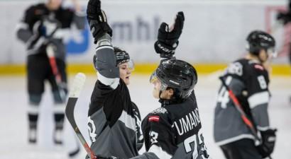 """""""Rīgas"""" hokejisti iemet deviņus vārtus uzvarētā MHL spēlē"""