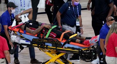 """Filadelfijai +38 pret """"Rockets"""", """"Heat"""" uzbrucējam Džounsam kakla trauma"""