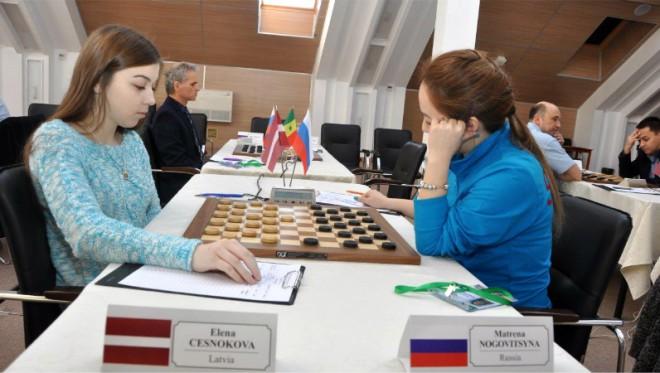 Česnokovai un Valnerim bronza un solīda naudas balva PK finālā