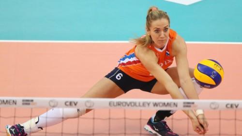 Nīderlande uzvar pusfināla trillerī, finālā arī Serbija