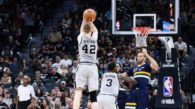 Bertāns savas NBA karjeras labāko mēnesi turpinās Losandželosā