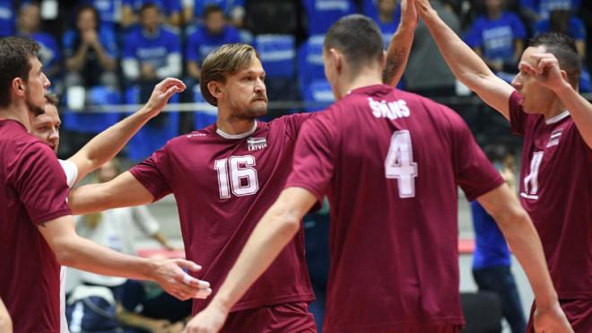 Latvijas izlase trīs setos zaudē baltkrieviem un cīnīsies par 3. vietu