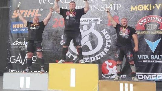 Zāģeris ar Latvijas rekordu iegūst bronzu pasaules čempionātā baļķa celšanā