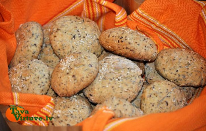 Pašceptas gardās sēklu maizītes