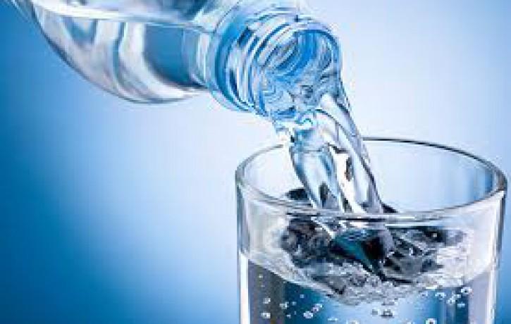 49% dod priekšroku dabīgam ūdenim bez piedevām