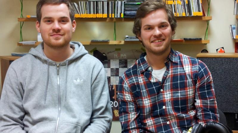 """Brāļi-menedžeri (no kreisās) Emīls un Harijs Tomi. Foto: Raidījums """"OLE"""""""