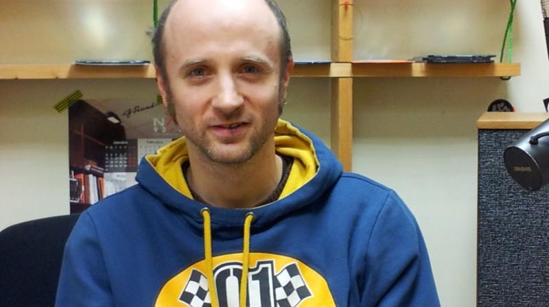 Valmieras Drāmas teātra aktieris un Viasat Sport Baltic komentētājs Oskars Morozovs. Foto: Raidījums OLE