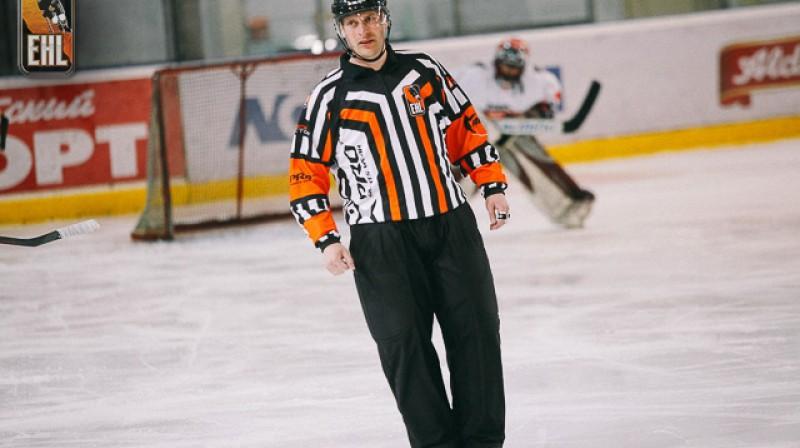 Finālsērijas tiesā arī labākais Latvijas hokeja tiesnesis Eduards Odiņš. Foto: Entuziastu Hokeja līga