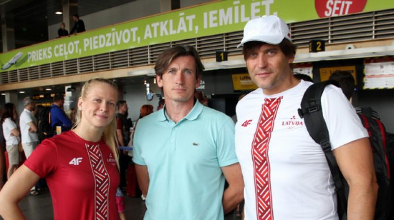 Aļona Ribakova, Germans Jakubovskis, Kaspars Pone (lidostā pirms došanās uz Riodežaneiro) Foto: Lauris Aizupietis, F64