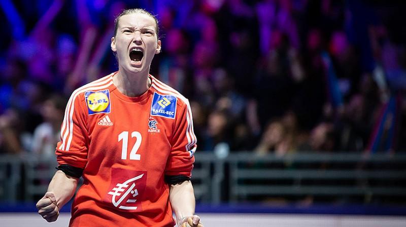 Francijas izlases vārtsardze Amandine Leino bija kā siena Dānijas spēlētāju priekšā.