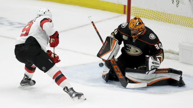 """Raiens Millers vārtos mačā pret Ņūdžersijas """"Devils"""" Foto: AFP/Scanpix"""
