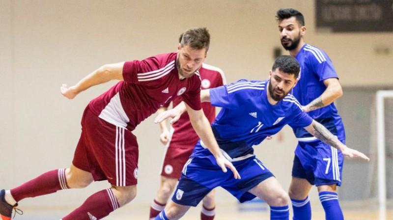 Artjoms Koļesņikovs Latvijas un Kipras izlašu spēlē turnīra sākumā. Foto: LFF