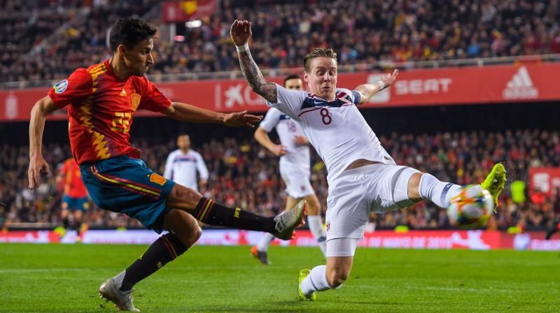 Spānijas izlases futbolists Hesuss Navass izdara sitienu pa Norvēģijas vārtiem. Foto: Fredrik Varfjell/imago images/Bildbyran/Scanpix
