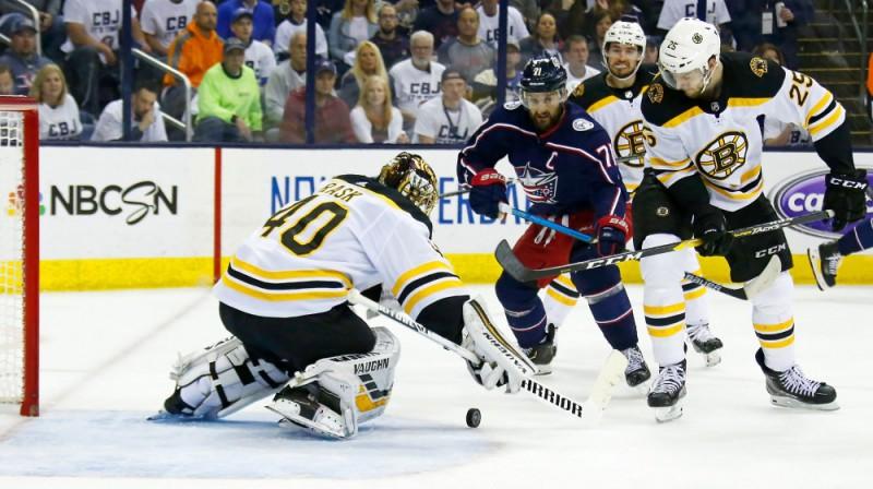 Bostonas vārtsargs Tuka Rasks atvairīja 39 metienus. Foto: AFP/Scanpix