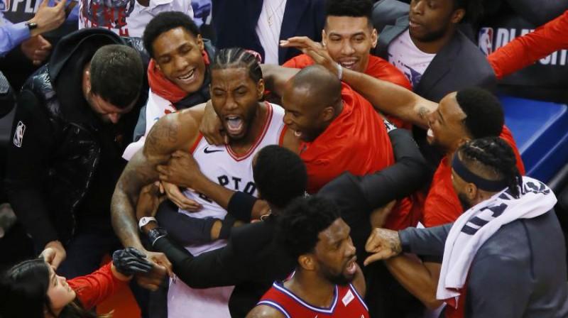 Kavai Lenards mirkli pēc dramatiskā uzvaras metiena. Foto: USA Today Sports/Scanpix