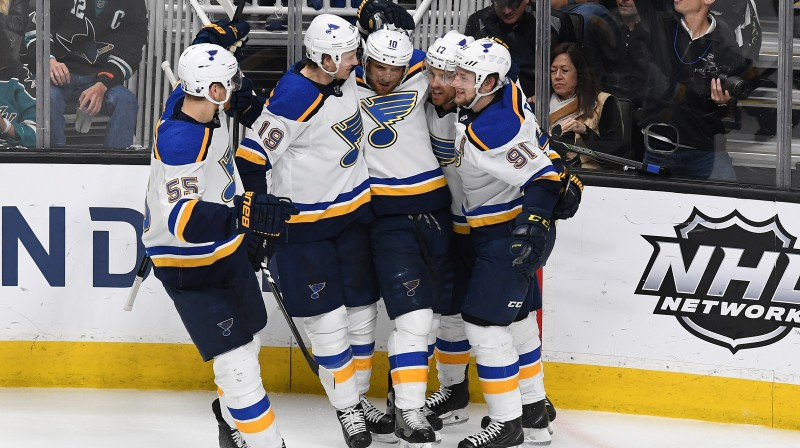 """Sentluisas """"Blues"""" hokejisti svin vārtu guvumu. Foto: AFP/Scanpix"""