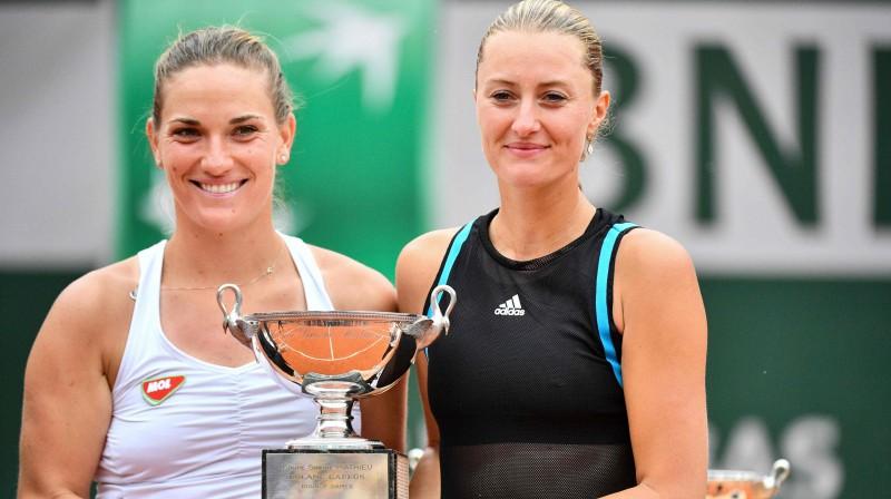 Timeja Baboša un Kristina Mladenoviča. Foto: AFP/Scanpix