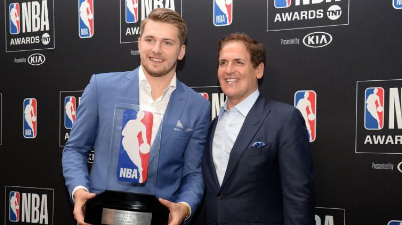Luka Dončičs un Marks Kjūbans. Foto: USA TODAY Sports/Scanpix