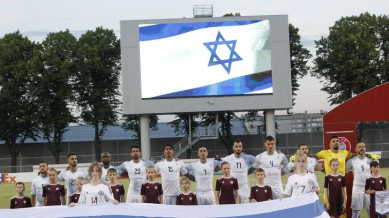 Izraēlas izlase pirms mača Daugavas stadionā. Foto: EPA/Scanpix