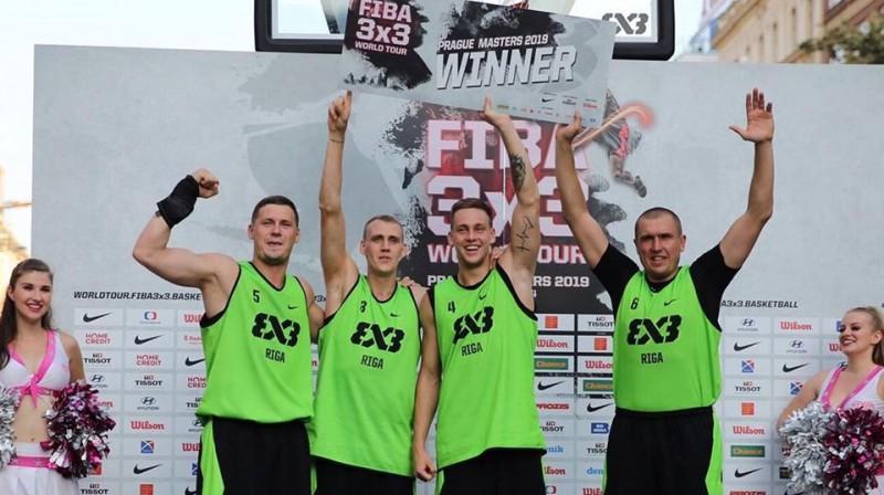 """""""Riga Ghetto"""" basketbolisti pēc uzvaras Prāgā. Foto: Ghetto Games"""