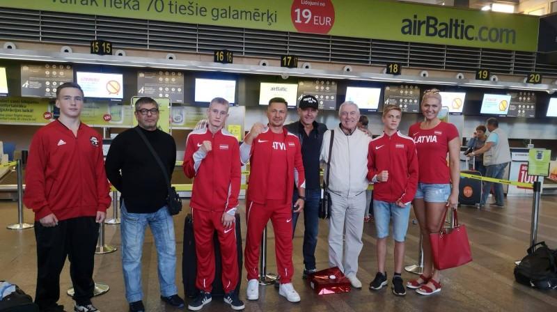 Latvijas delegācija pirms Eiropas skolēnu čempionāta. Foto: Latvian Boxing News