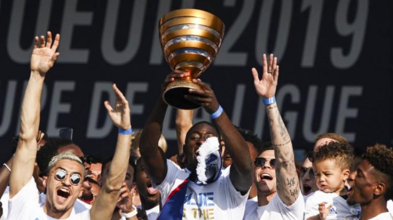 """""""Strasbourg"""" futbolisti svin Līgas kausa iegūšanu. Foto: imago images / PanoramiC/Scanpix"""