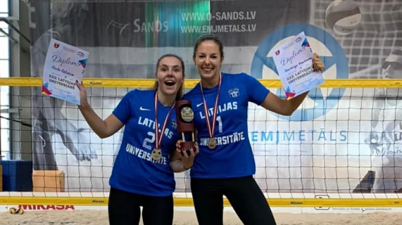 "Elvita Dolotova un Anastasija Kravčenoka. Foto: Sieviešu volejbola klubs ""Jelgava/LLU"""