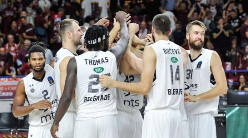 Žanis Peiners (no labās) ar komandas biedriem. Foto: KK Partizan