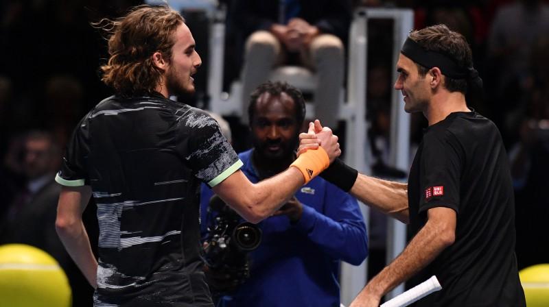 Stefanoss Cicipass un Rodžers Federers. Foto: AFP/Scanpix