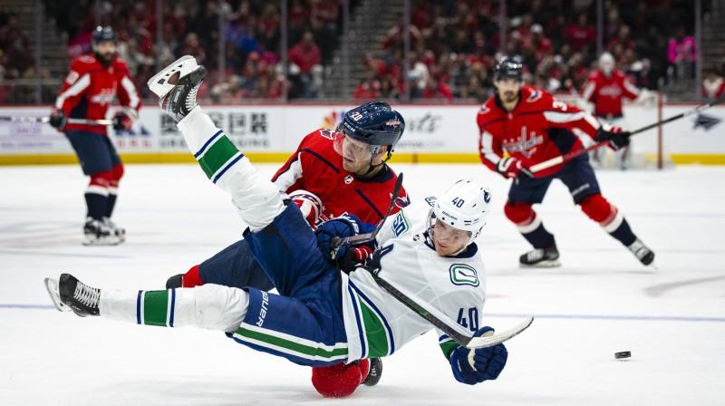 """Epizode no cīņas starp Vašingtonas """"Capitals"""" un Vankūveras """"Canucks"""". Foto: Al Drago/AP/Scanpix"""