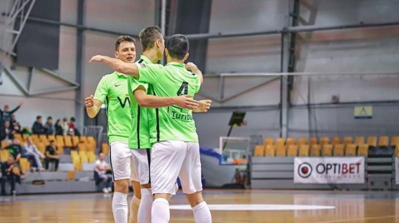 Matīss Babris, Miks Babris un Maksims Seņs. Foto: www.futsal.lv/FC Petrow