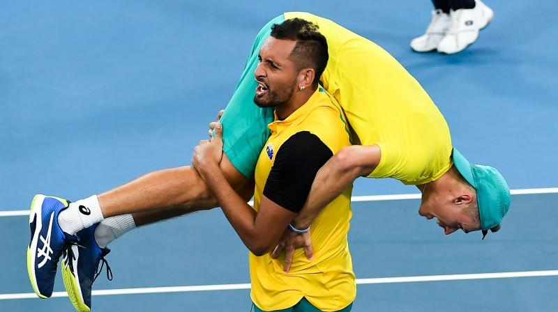 Niks Kirioss un Alekss de Minors līksmo par iekļūšanu ATP kausa pusfinālā. Foto: AFP/Scanpix