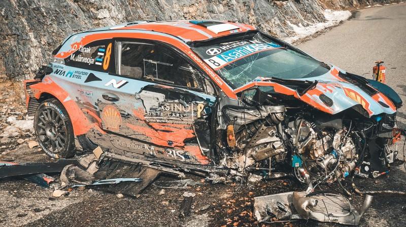 Tanaka automašīna pēc avārijas. Foto: Ken Jarveoja