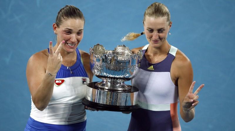 Timeja Baboša un Kristina Mladenoviča. Foto: Reuters/Scanpix