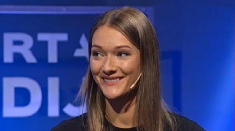 """Laura Ikauniece izdzird """"smaidi, smaidi, smaidi, viss būs kārtībā!"""" Foto: LTV1"""