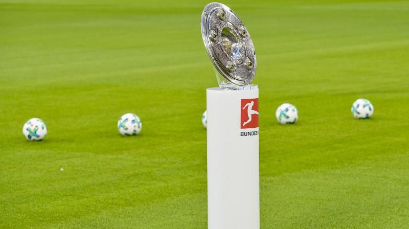 Vācijas Bundeslīgas trofeja. Foto: AFP/Scanpix
