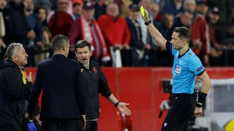 "Andris Treimanis soda ""Cluj"" treneri. Foto: Reuters/Scanpix"