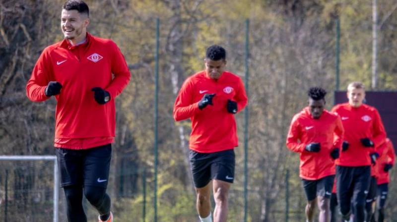 """Jūrmalas """"Spartaka"""" futbolisti treniņā maija sākumā"""