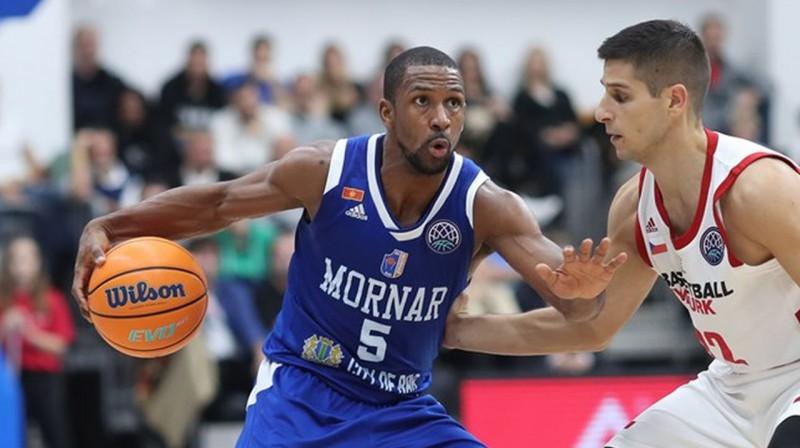 """Mornar"" amerikānis ar Melnkalnes pasi Dereks Nīdhems. Foto: FIBA"
