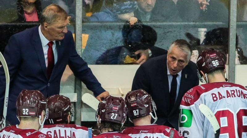 Aleksandrs Cicurskis un Bobs Hārtlijs ar Latvijas izlasi 2019. gada novembrī Liepājā. Foto: LHF.lv