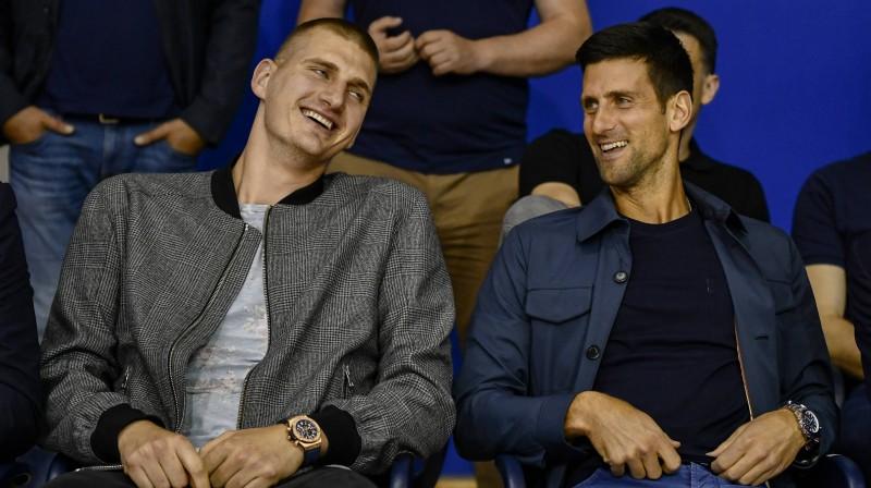 Serbu sporta zvaigznes – basketbolists Nikola Jokičs un tenisists Novaks Džokovičs. Foto: Stjepanovic/Betaphoto/Sipa
