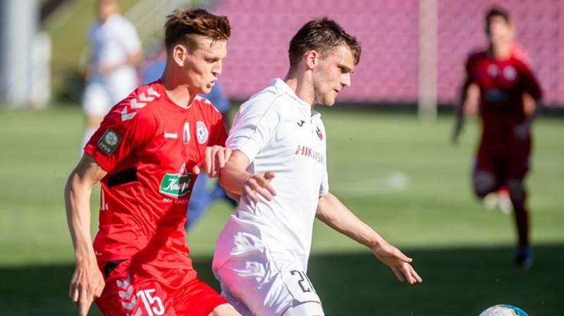 Valērijs Šabala (baltā kreklā). Foto: FK Sūduva