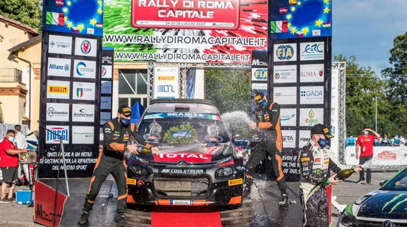 Romas rallija uzvarētāju ekipāža. Foto: fiaerc.com