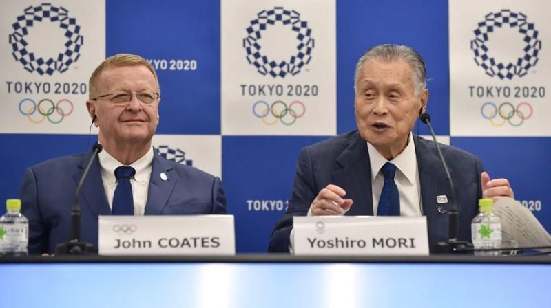 SOK viceprezidents Džons Koutss un Tokijas spēļu organizēšanas komitejas vadītājs Josiro Mori. Foto: AFP/Scanix