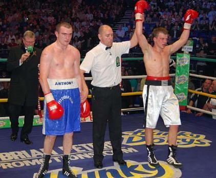 Černauksis ar TKO uzvar Fitzgeraldu