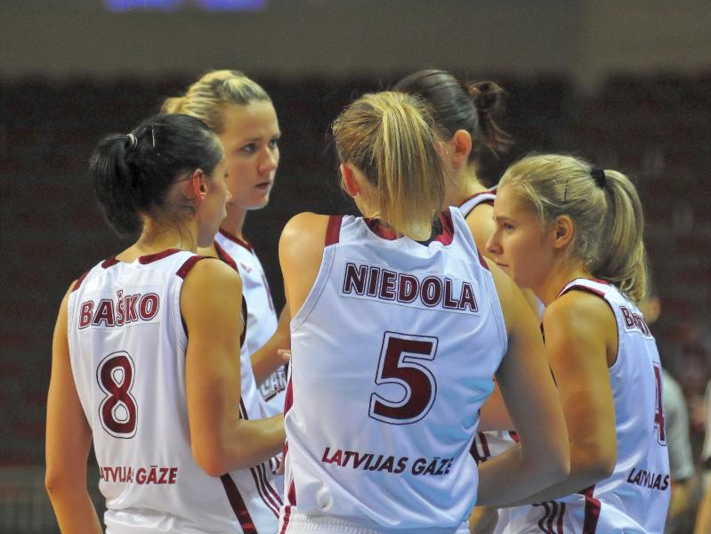 Dāmas uzveic rumānietes arī Rīgā